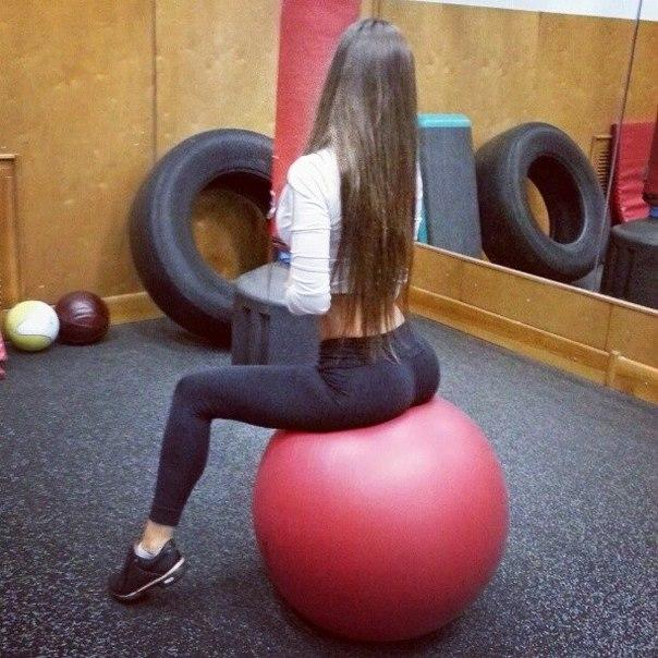 girls-in-yoga-pants-12
