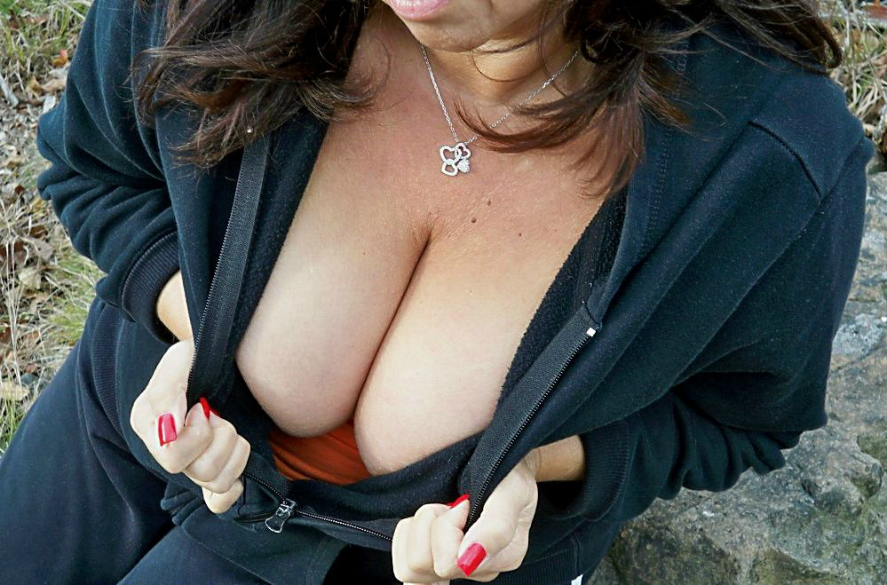 monday-cleavage-15