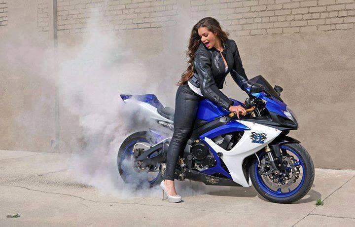 sexy-girls-bikes-11