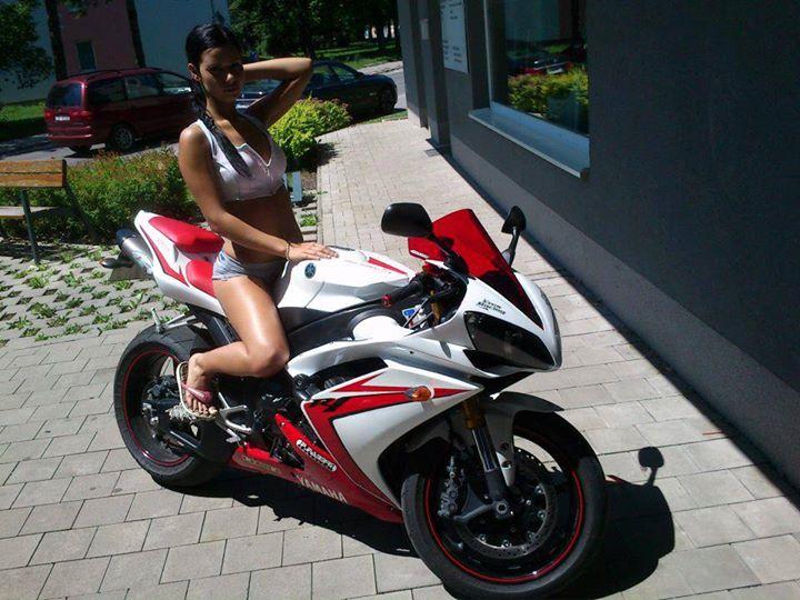 sexy-girls-bikes-8