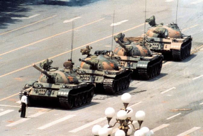 24.chinese-tank-man