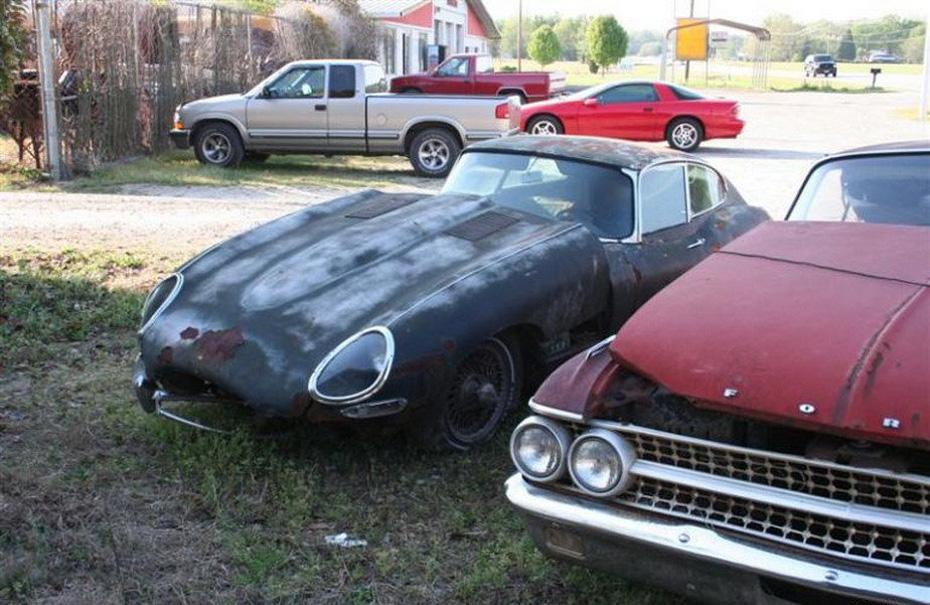 abandoned-supercars-Jaguar-E-Type-15