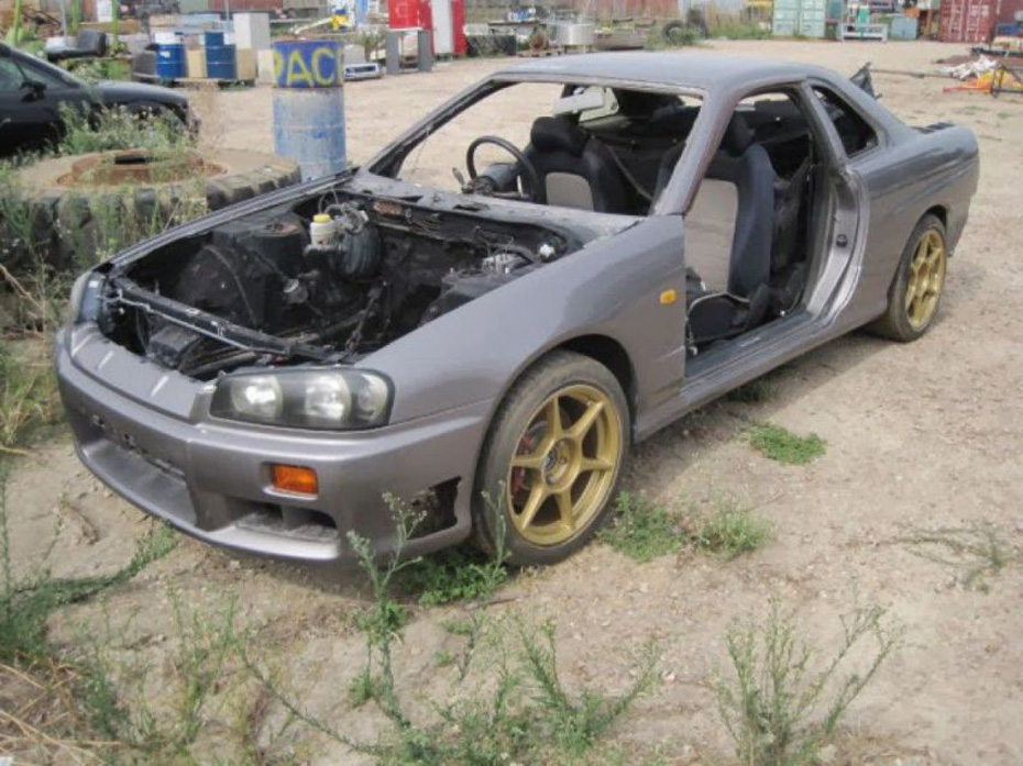 Abandoned Cars In Dubai >> Abandoned Supercars From Around The World (27 Pictures) | CollegePill