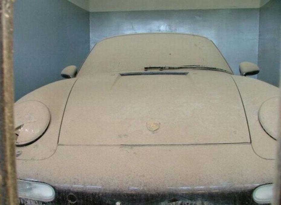 abandoned-supercars-Porsche-911-10