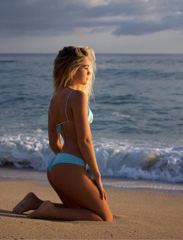 hot-girls-bikinis-16