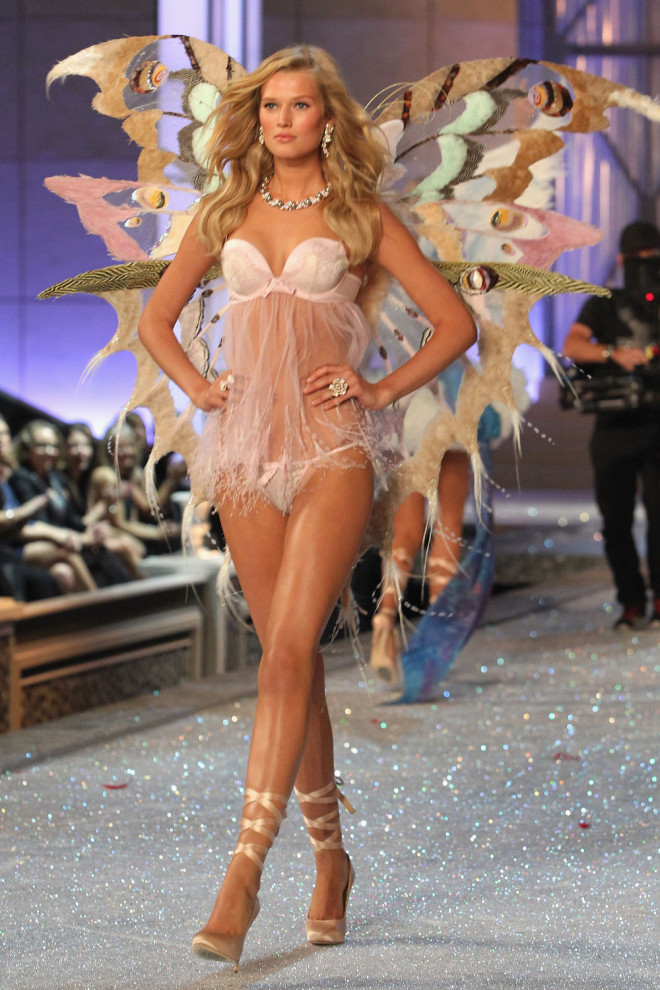 toni-garrn-sexy-pictures-4