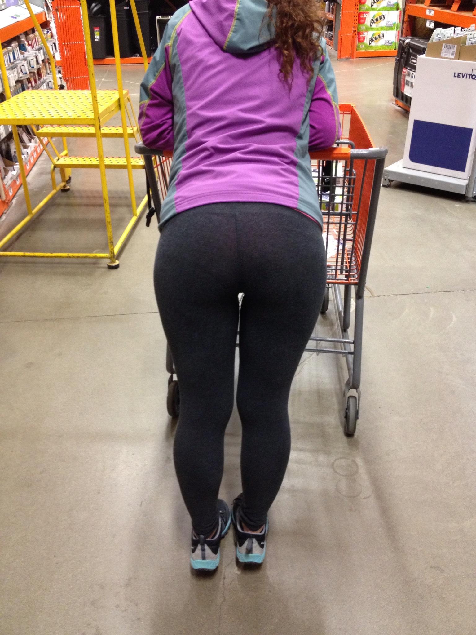 hottest-girls-yoga-pants-22