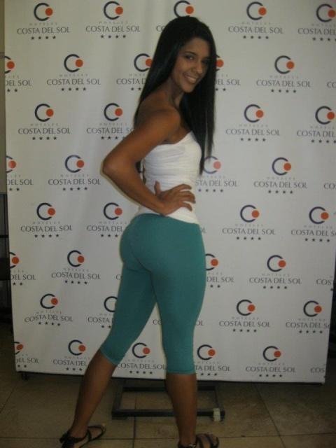 hottest-girls-yoga-pants-26