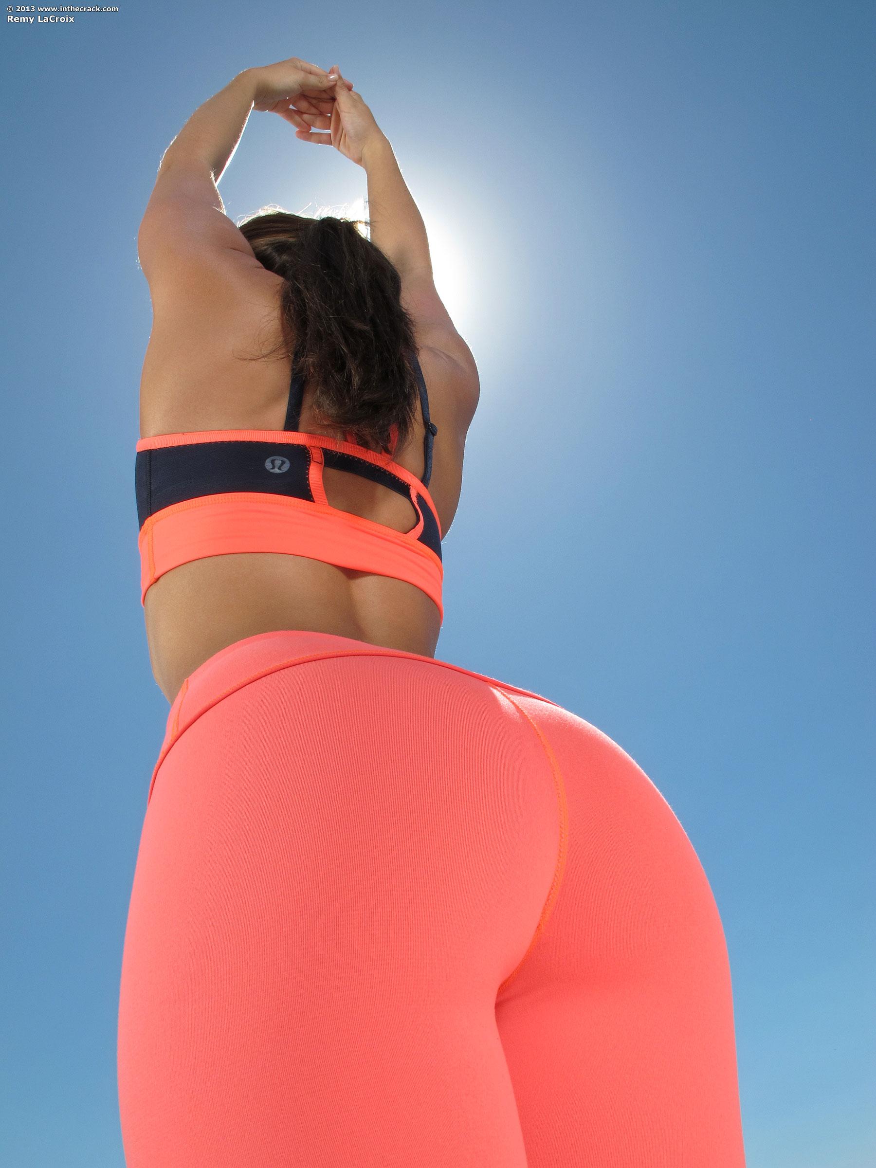 hottest-girls-yoga-pants-34