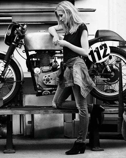 sexy-girls-on-motorcycles-10