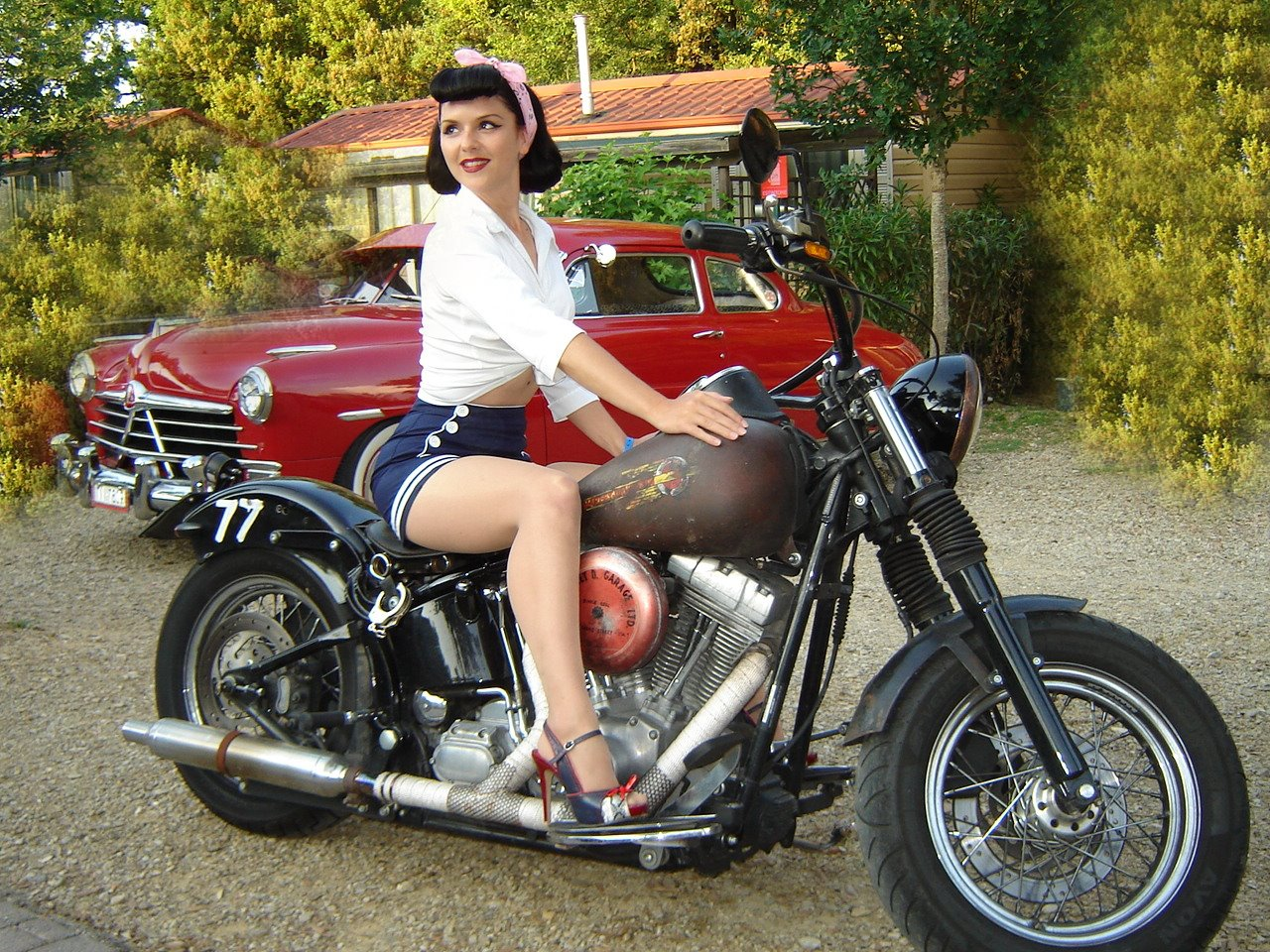 sexy-girls-on-motorcycles-14