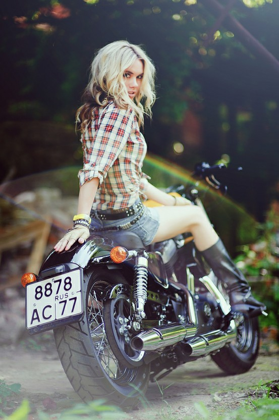 sexy-girls-on-motorcycles-19