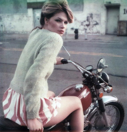 sexy-girls-on-motorcycles-7