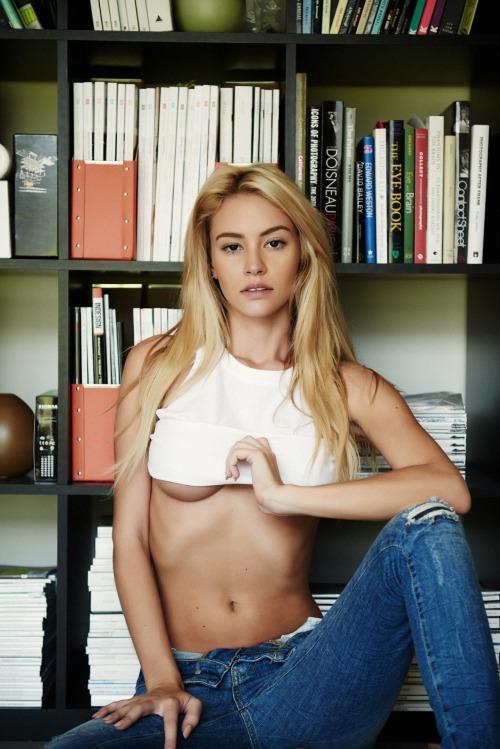 sexy-underboob-college-babes-19