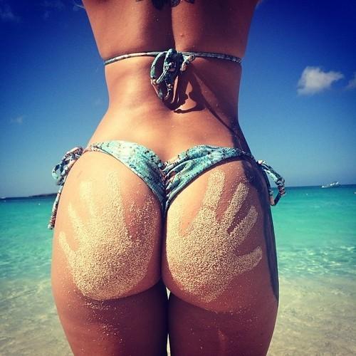 bikini-sand-ass-2