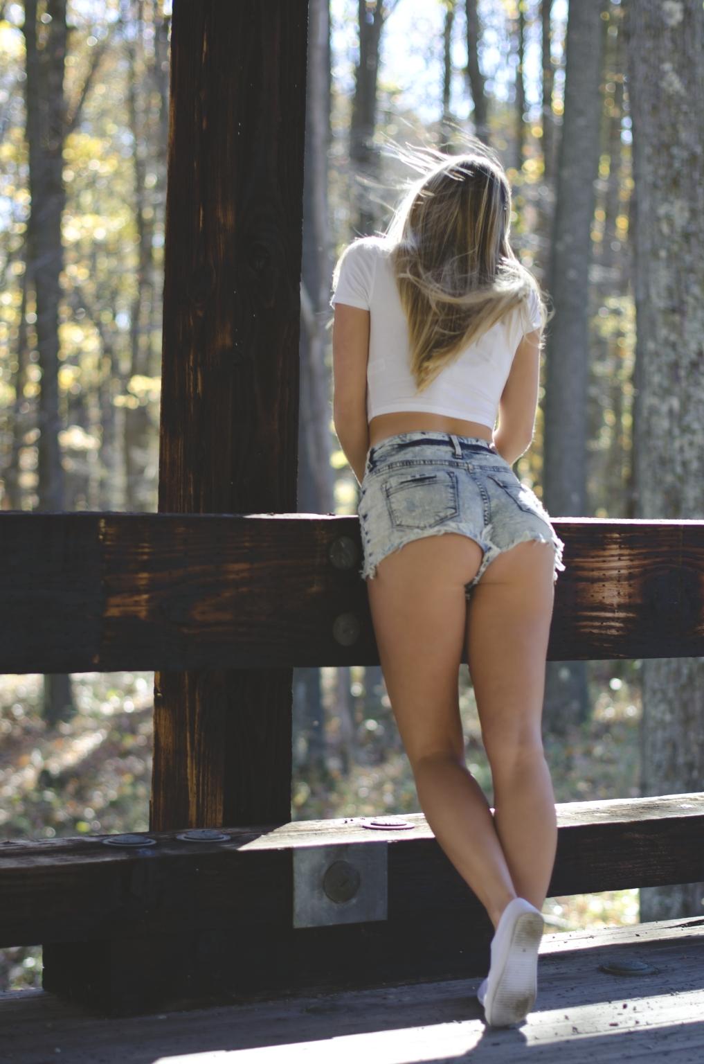 Стройные девушки длинными ногами
