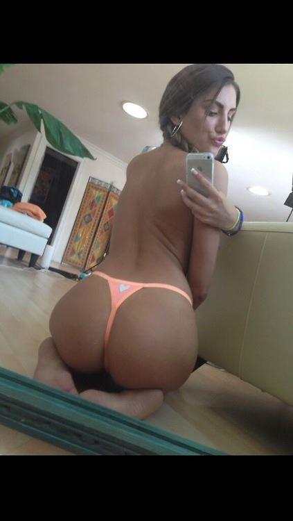 sexy-babe-selfie-22