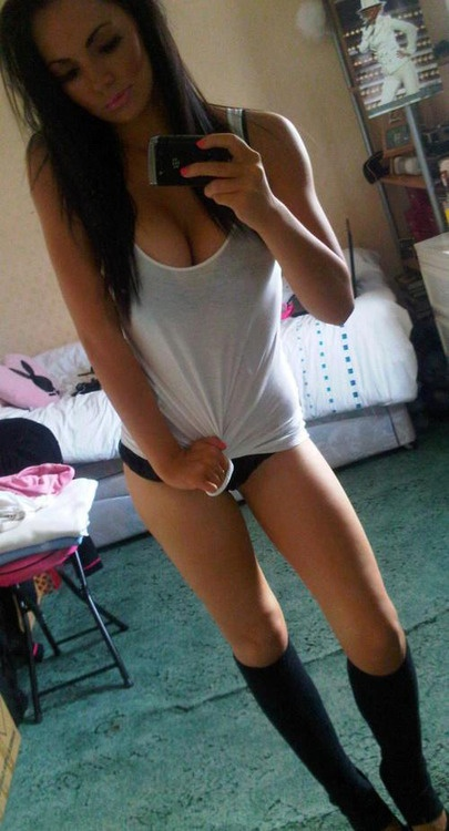 sexy-babe-selfie-30