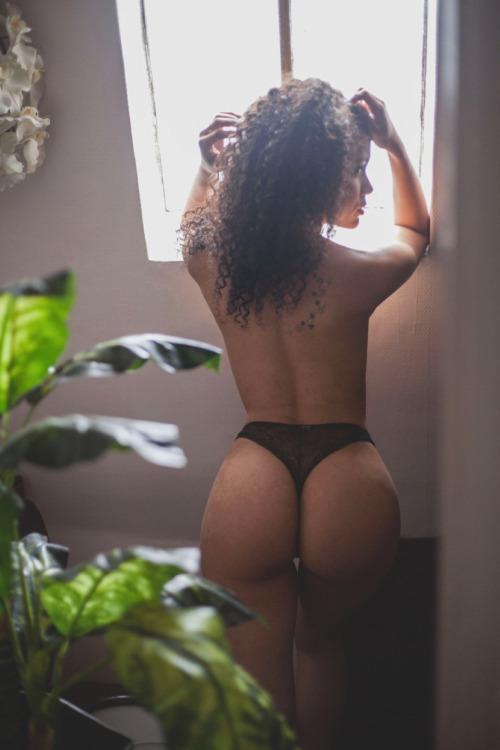 sexy-thong-babes-9